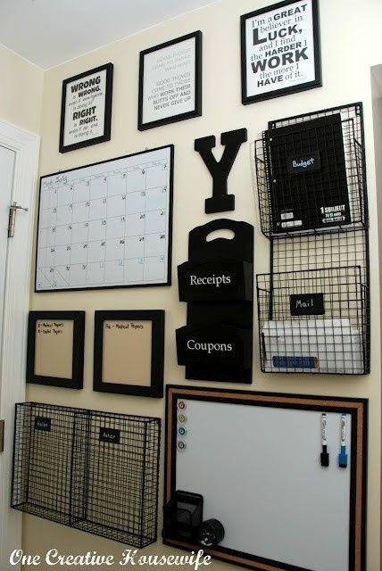 As melhores ideias para o seu home office: lugar pra correspondência, calendários, frases inspiradoras em quadros e um quadro branco.