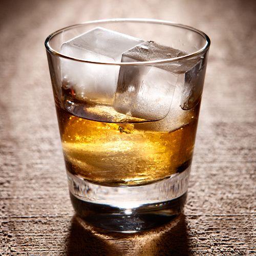 Drambuie Rusty Nail - Whiskey Cocktail  1 oz Drambie  1 oz Dewar's White Label Scotch Whiskey  Glas: Rocks