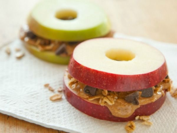 [After-school snack} - Apple Sandwiches: apples, peanut butter, and chocolate chips!