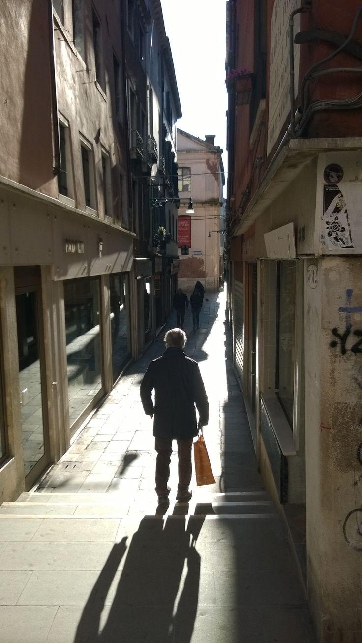 An alley in Venezia