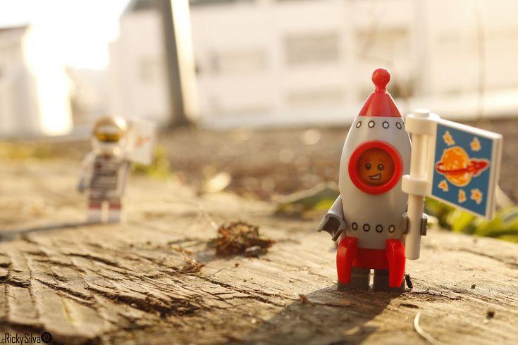 https://flic.kr/p/21wF11K | [Real World] (45)The Astronaut & the Rocket Boy  #Canon #Comunidade 0937 #Photography #LegoPhotography #LegoMinifig #Lego #Minifig #Minifigures #Legos #PhotographyLego