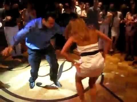 вот как танцуют бакинские девушки... BRAVO - YouTube