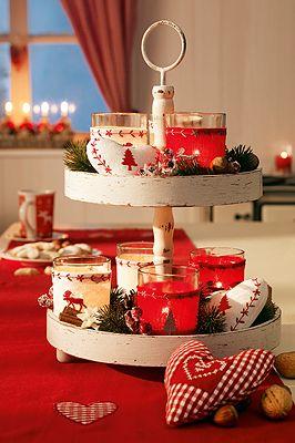 Tischdeko für Weihnachten: Rot-Weiß dekorierte Etagere - Wohnen & Garten