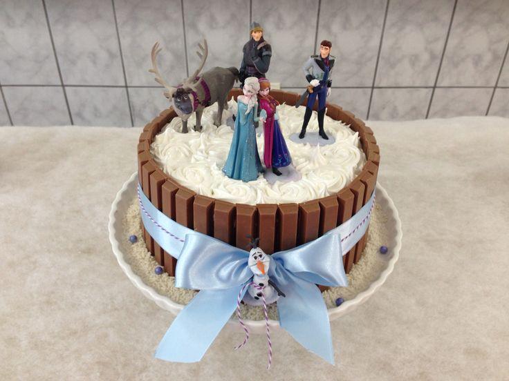 Bolo Frozen (Disney's Frozen kit kat cake)