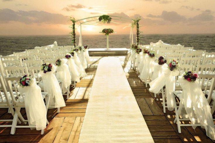 Teknede düğün organizasyonu nasıl yapılır? Teknede düğün fikirleri nelerdir? Teknede düğün fiyatları ile düğün masrafları.. Sizin için araştırdık