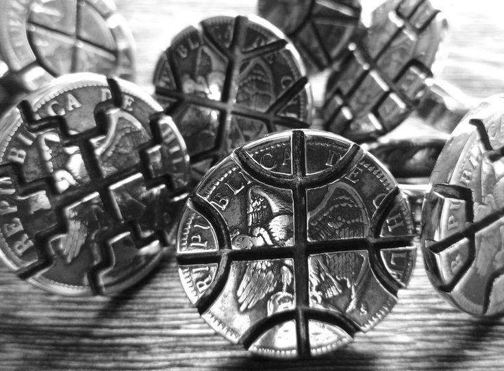 Serie de anillos  de diseño contemporáneos de Orfebrería Mapuche, creados por el Retrafe Huilliche Benito Paillacar Brito, Valparaiso.