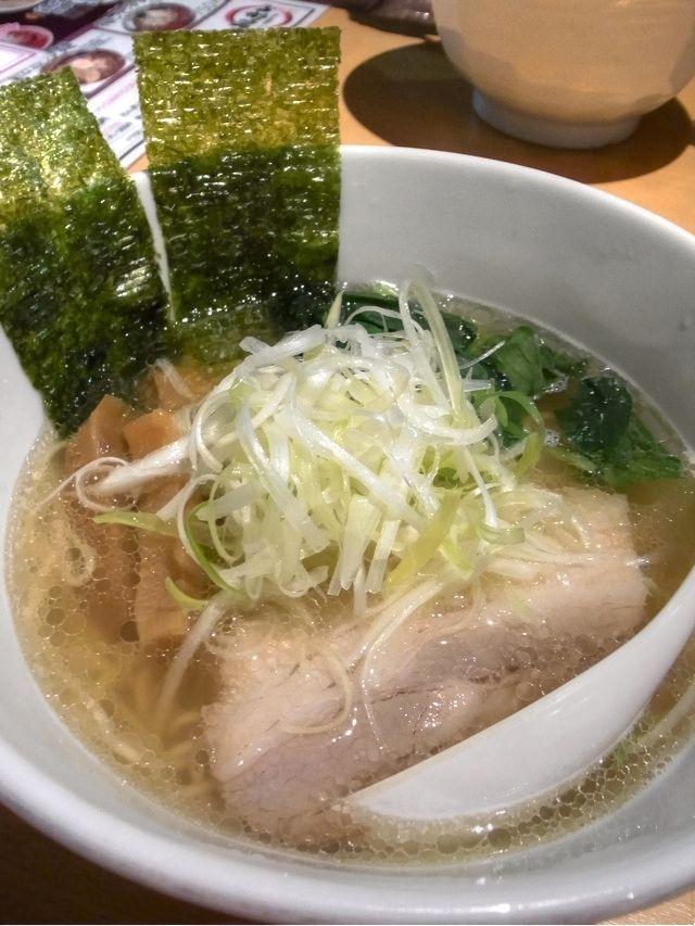 塩ラーメン:日本のラーメンはたれの違いで呼び名を変えている。