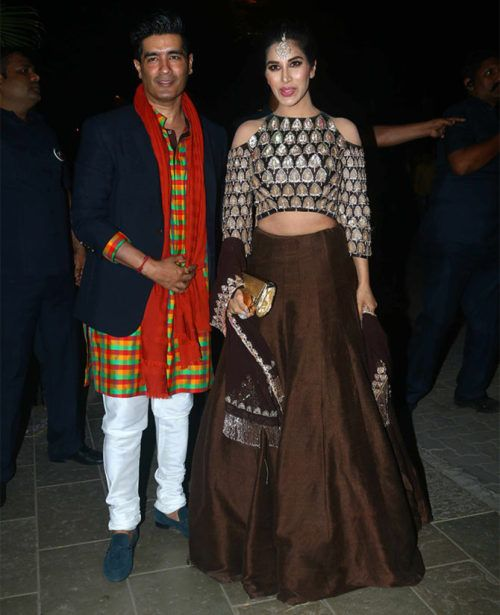 Sophie Choudry (And Manish Malhotra) at Bachchan's Diwali Party : Sophie worked this brown Manish Malhotra lehenga really well, pulling off the cold shoulder effortlessly. The styling is great, I like it.