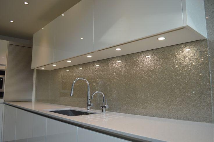 Küchenrückwand aus Glas - kühne, leuchtende Farbe Zukünftige - küchenpaneele selber machen