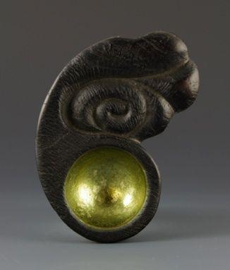 """Jacques Vesery """" Sacred Spoons of the Pemaquid Rock People 124 BCE"""" Я перевела как """"Священные ложки горных людей"""" Красный дуб, серебро, акрил"""