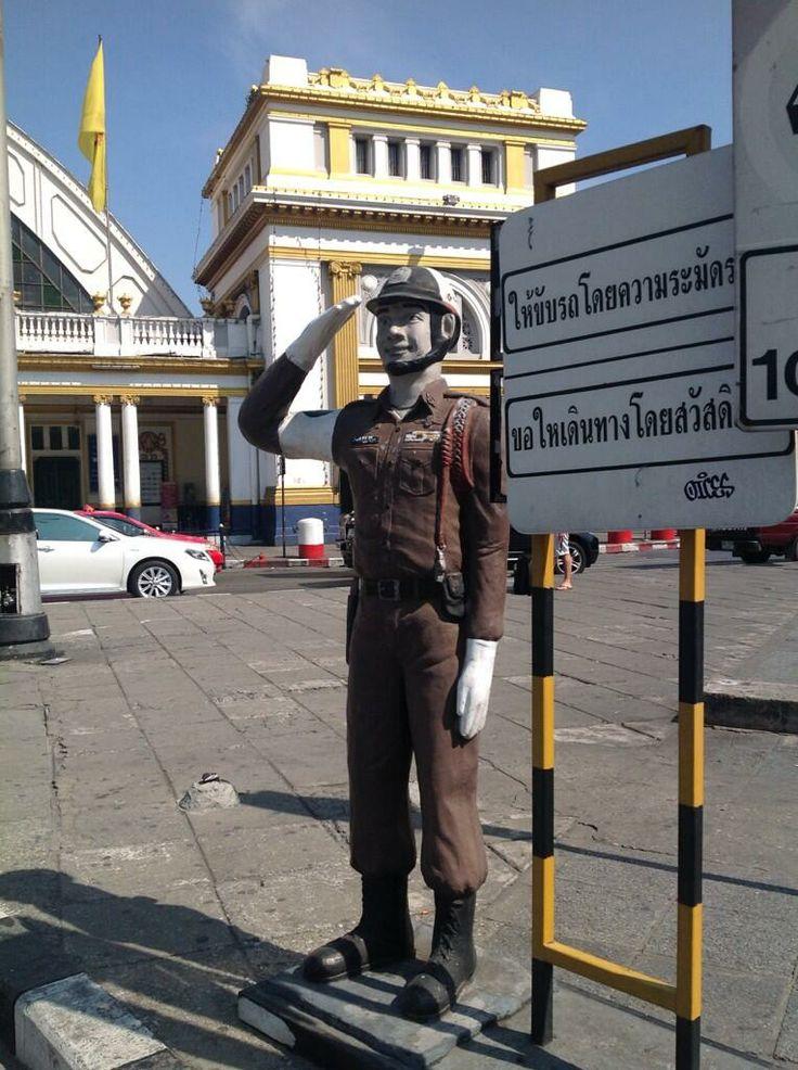 Solución Thai a los problemas de presupuesto para la seguridad vial en los centros urbanos. toma nota Rita.