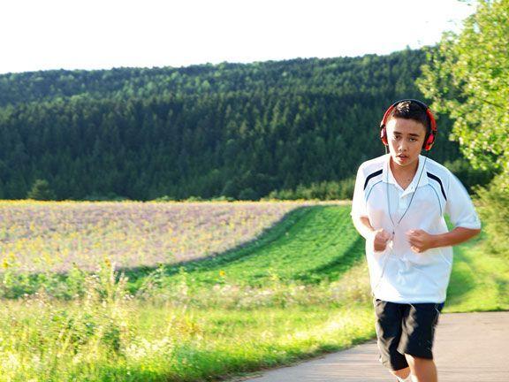 Sportsucht bei Jugendlichen: Wie Sie sie erkennen, warum sie oft mit Essstörungen einher geht und wie Sie Jugendlichen helfen können