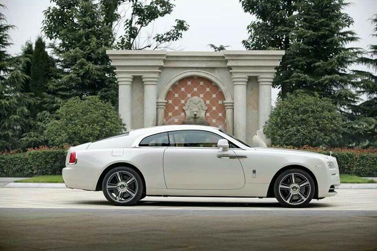 Rolls Royce Wraith in Arctic White