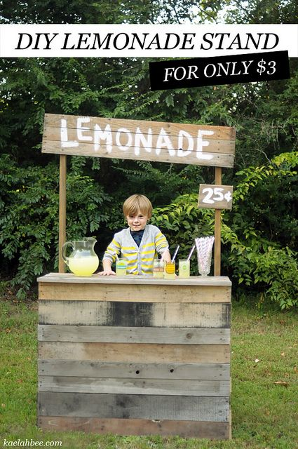 Lemonade stand DIY can we make this with our old pallets? @Nathalie Benito Cormier-Allen Phinney