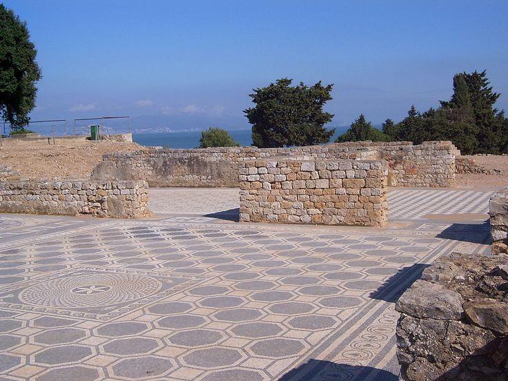 Mosaicos en la parte romana de la ciudad antigua de Ampurias. Ampurias, España