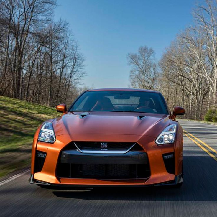 AUTOWEEK REVIEW: THE GT-R IS VICIOUS, AND IT'S LIKE NOTHING ELSE ON THE ROAD! The deal of the century, again! #Nissan #NissanGTR #GTR #Nismo