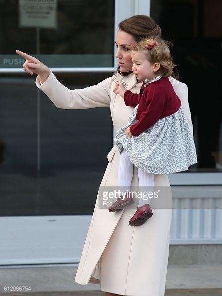 News Photo : Catherine, Duchess of Cambridge and Princess...