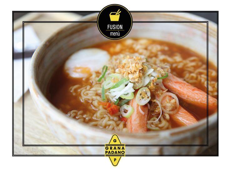 La delicata ricetta dei #noodles cinesi con una leggera spolverata di #Grana Padano  per un tocco in più!