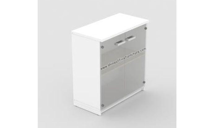 PCL 7493T. Lemari kaca pendek. 2 ruang untuk menyimpan arsip. Uk.80x41x87 cm