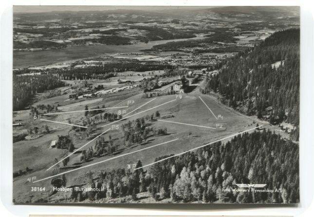 Hedmark fylke Ringsaker kommune Høsbjør Turisthot. Golfbanen markert. Utg Widerøe 1960-tallet
