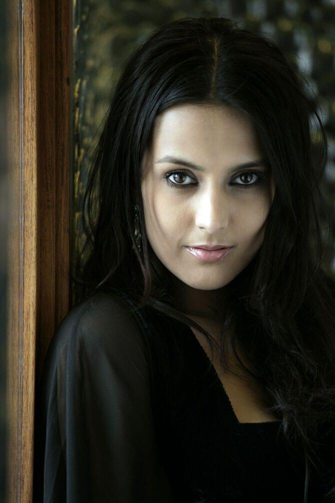12 best armenian women images on pinterest bollywood schauspielerin tulpe und armenien. Black Bedroom Furniture Sets. Home Design Ideas