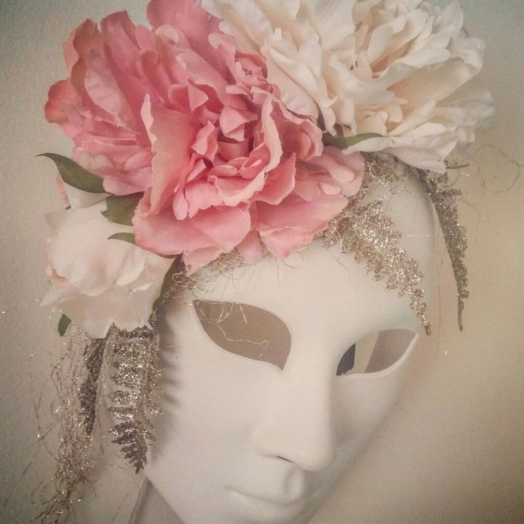 This mask is for Mara's room ....Aka our bedroom :))) just love hippie floral boho stuff ... keeping a good vibe in our room ...decorate it myslef ☆☆☆