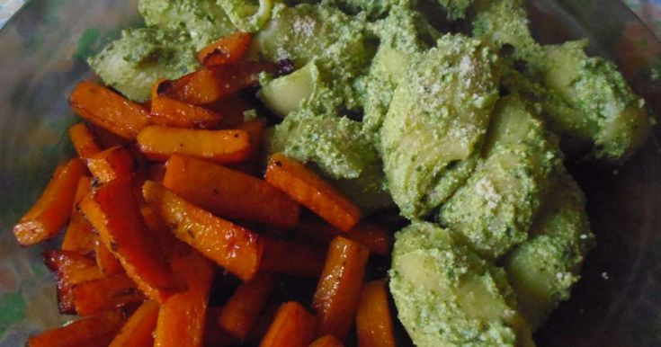 Lumaconi à la ricotta vegan d'épinards-tofu et frites de butternut. Des grosses pâtes avec un savoureuse ricotta végétale maison d'épinards, de tofu et de noix de cajou, bien aillé.. La recette par une mure sauvage.