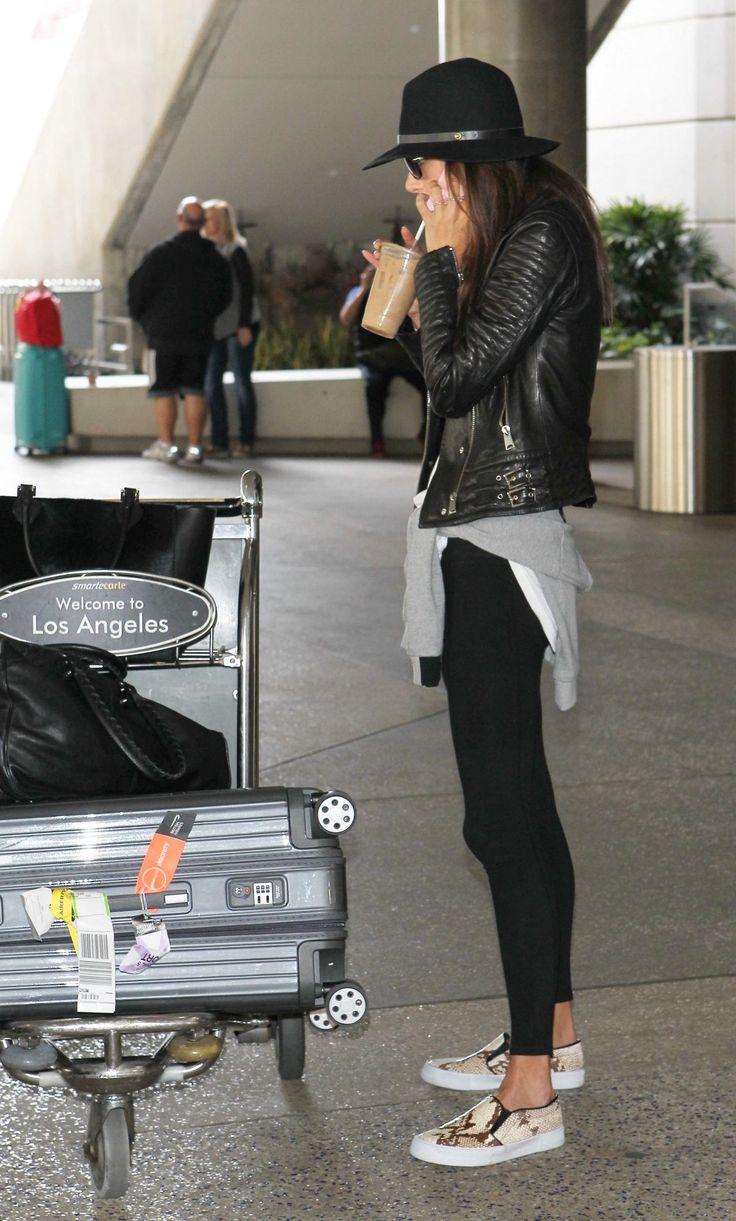 looks de aeroporto | tênis | legging | jaqueta de couro | light | conforto