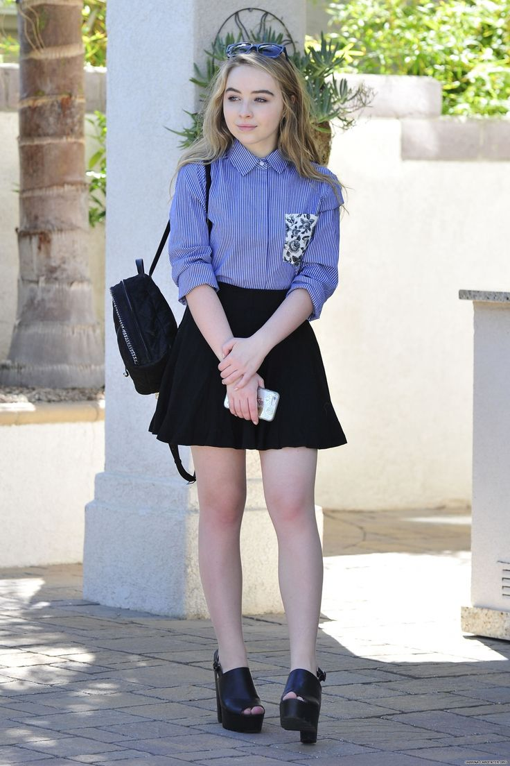 sabrina carpenter // friendly reminder that this is a candid (?!!)