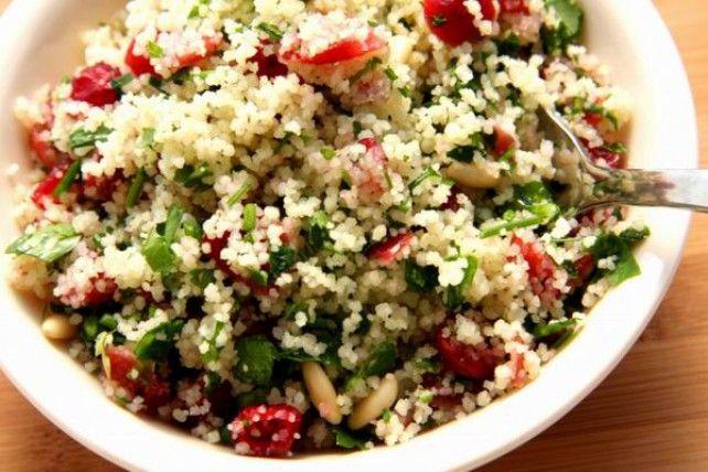 http://www.mindmegette.hu/Libanonban nagyon zöld, ott szinte egy petrezselyemsalátára hasonlít, Európában inkább a bulgur és a kuszkusz dominál, bár a fűszerek és a zöldséget is helyet kapnak ebben az üdítő, friss salátában.
