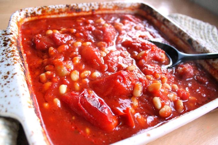 Bakte tomatbønner #kvite_boenner #tomatar #tomatpure #laurbaerblad #kvitvin #kvitloek #chili #buljong #paprika #loennesirup #tomatoes #bay_leaf #white_wine #garlic #maple_syrup #white_beans