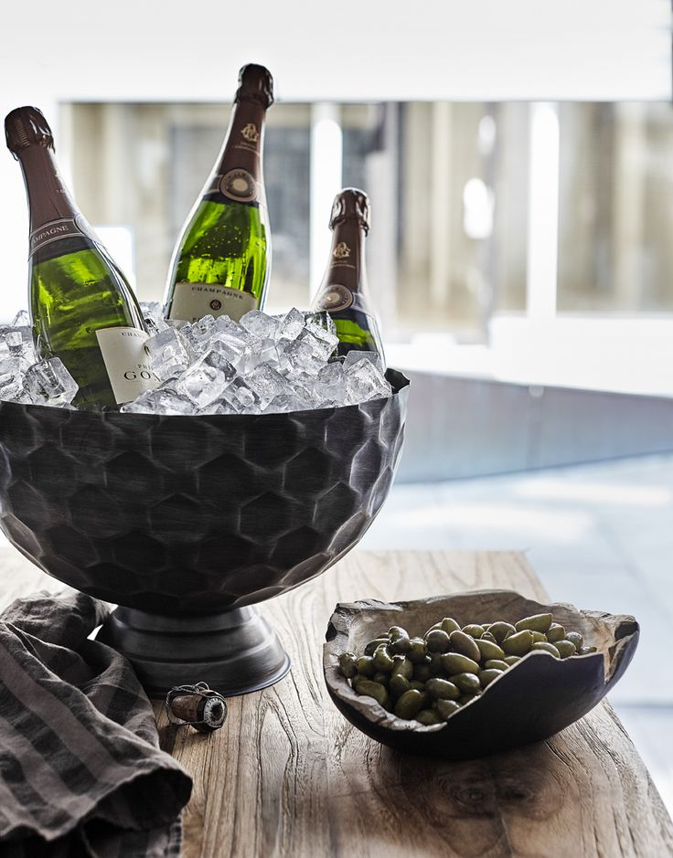 Cool down your champagne or wine in a beautiful way.