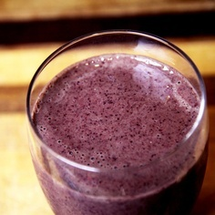 Tuesday: Flat-Belly #Smoothie: 3 ounces vanilla nonfat Greek yogurt 1 tablespoon almond butter 1/2 cup frozen blueberries 1/2 cup frozen pineapple 1 cup kale 3/4 cup water Calories: 283