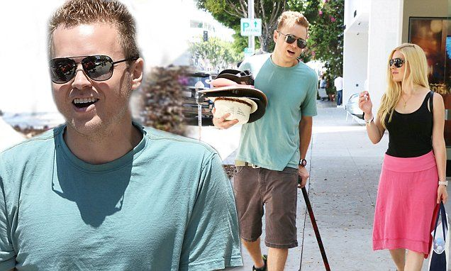 Spencer Pratt hobbles with the help of a walking stick