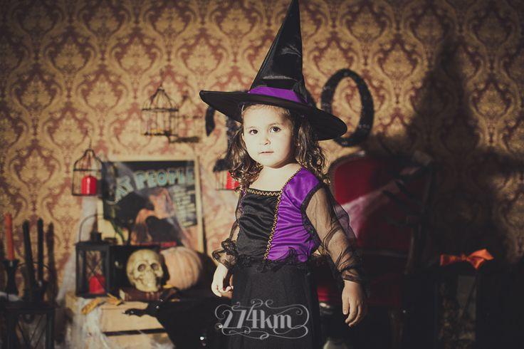 Sesión de fotos infantil de halloween en estudio en barcelona, sesión de fotos halloween, Fotógrafo de niños en Barcelona, photography, 274km, Gala Martinez, Hospitalet, Studio, estudi, estudio, nens, kids, children, girl, nena, niña, bruja, bruixa, witch,