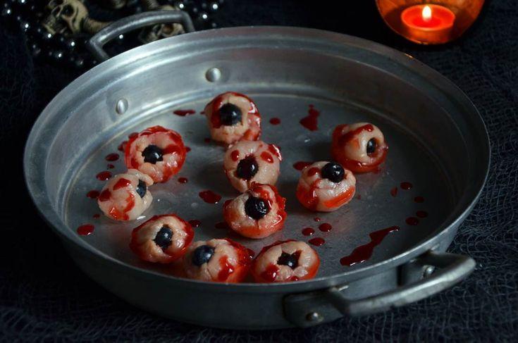 Yeux de zombie rose litchi pour fêter Halloween façon Walking Dead http://turbigo-gourmandises.fr/yeux-de-zombie-rose-litchi-pour-halloween-version-walkind-dead/ #halloween
