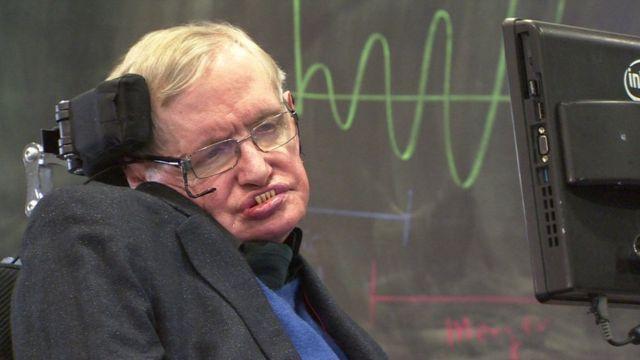 50 persen orang yang didiagnosa mengidap ALS hanya mampu hidup selama empat tahun saja. Namun Stephen Hawking mampu hidup lebih lama. Bagaimana bisa?