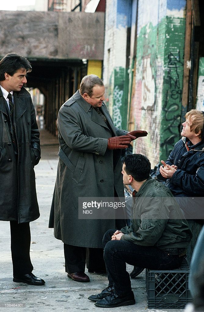 LAW & ORDER -- 'The Violence of Summer' Episode 14 -- Air Date -- Pictured: (l-r) Chris Noth as Detective Mike Logan, George Dzundza as Det. Sgt. Maxwell 'Max' Greevey, Gil Bellows as Howard Metzler, Philip Seymour Hoffman as Steven Hanauer