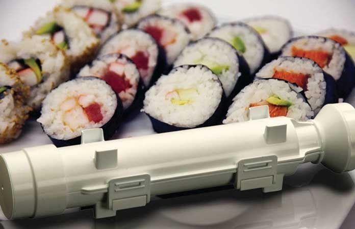 Le Sushezi est un appareil à sushis prenant la forme d'un bazooka et qui permet de faire sushis et makis facilement, sans utiliser de tapis en bambou.