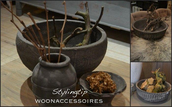 Bijzondere woonaccessoires kunt u zelf ook sfeervol maken. Vul een paar mooie potten of schalen met grove takken uit het bos! Of leg er wat gedroogde bloemen in voor een accentkleur.
