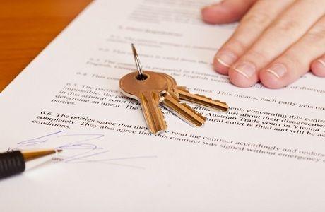 La locazione è un contratto col quale una parte (locatore) si obbliga a far godere all'altra (conduttore) una cosa mobile o immobile per un dato tempo