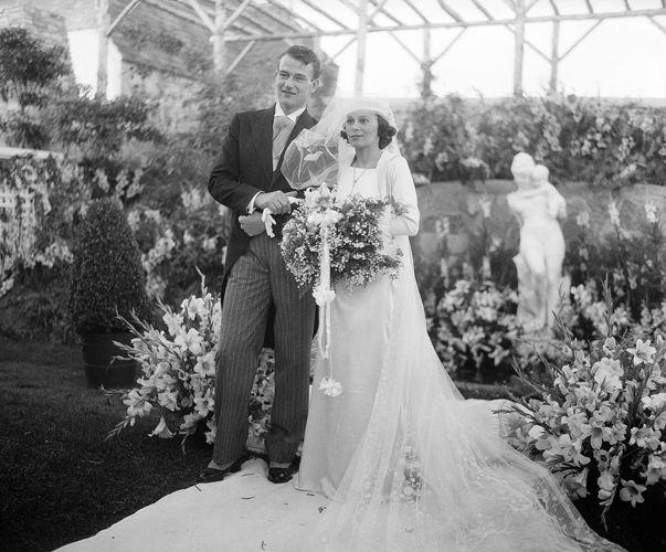 Matrimoni vintage 1933, Los Angeles: John Wayne sposa la figlia del console di Panama Josephine Saenz