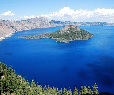 Crater Lake je známe, že je najhlbšie jazero v Spojených štátoch amerických a siedmej najhlbšie na svete. Maximálna hĺbka jazera 589 m ...