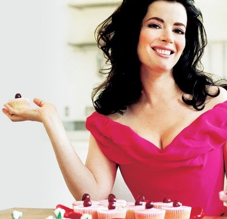 curves and cake!: Kitchens, Nigella Lawson, Cakes, I'M, Nigella Youtube, Nigella Thon, Curves