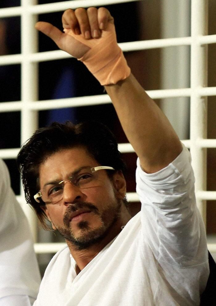 King Khan shows support for his team @Amit Ashckenazi Singh Knight Riders at Match #KKRvsRR in Dubai