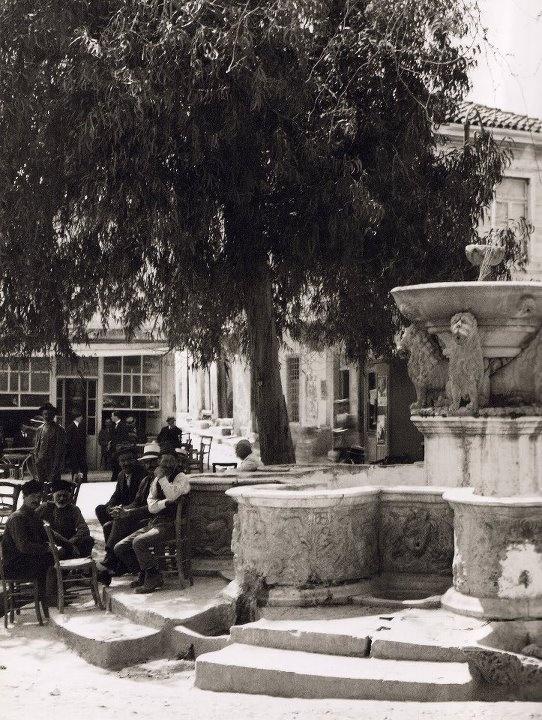 Η ΠΛΑΤΕΙΑ ΜΕ ΤΑ ΛΙΟΝΤΑΡΙΑ ΣΤΟ ΗΡΑΚΛΕΙΟ ΤΗΣ ΚΡΗΤΗΣ ΤΟ 1920