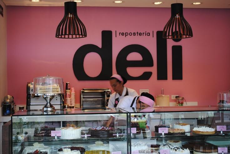 Pastelería DELI / Diseño del concepto de punto de venta. De verdad dan ganas!!  www.aluzian.com