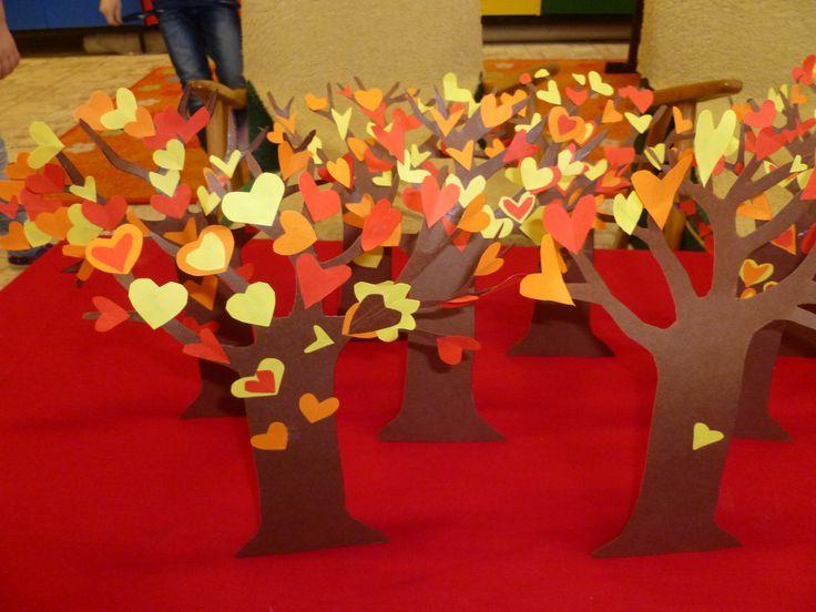 Srdíčkové stromy  http://family.go.com/crafts/craft-975167-fairy-valentine-tree-t/