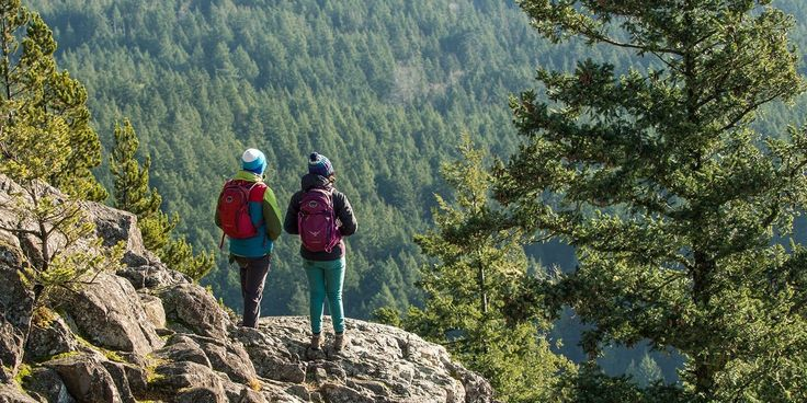 The Ten Essentials for Camping & Hiking - REI Expert Advice #hikingadvice #hikingessentials
