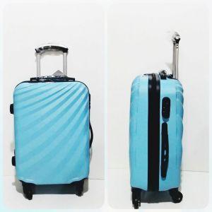 Fitur :  + 4 roda 360 derajat + Kunci TSA  + Material Hardcase fiber + Model keren  Bepergian ke luar kota maupun ke luar negeri tentunya akan membutuhkan tas yang dapat mengangkut segala barang-barang yang akan dibawa. Mulai dari pakaian, sepatu, hingga peralatan-peralatan lainnya yang wajib dibawa. Untuk memudahkan pembawaan, tentunya Anda harus memilih tas yang tepat agar tidak membuat Anda repot.   Ada dua pilihan tas yang pada umumnya sering digunakan oleh orang-orang yang gemar…
